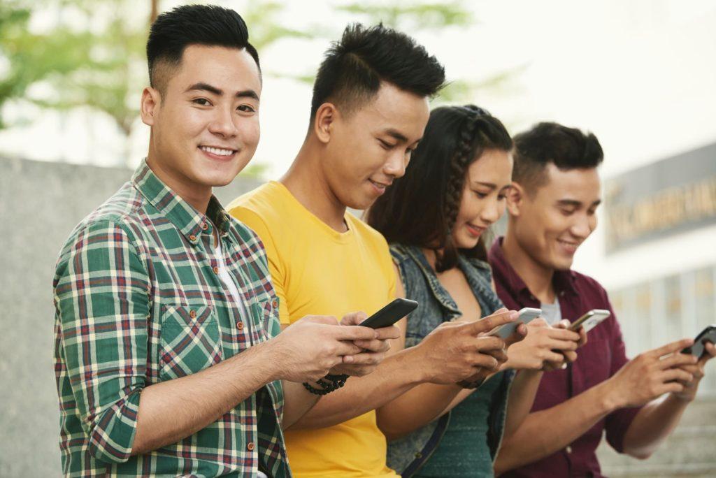 Mejora tu presencia en línea y llega a más clientes con las redes sociales.