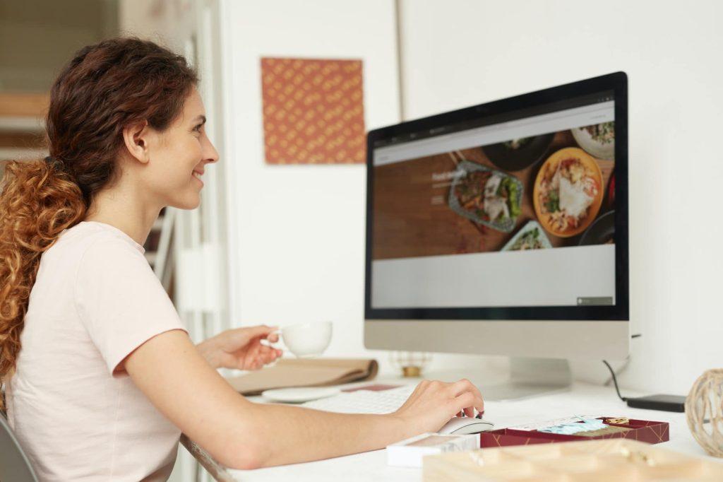 Cautiva a tus clientes con un funcional y estético sitio web